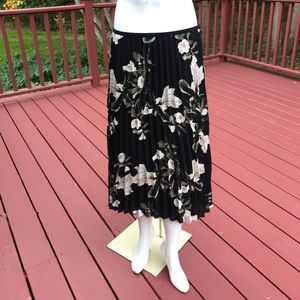 NWT! DKNY SZ 6, black floral pleated skirt